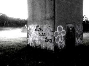 Ilustracja do tekstu Strach, Graffiti Nihil Sine Deo