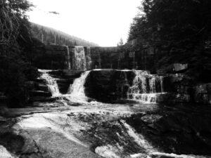Lasy w bezkresie metafizyki, wodospady moich wspomnień